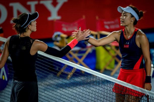 Wang and Muguruza meet at the net for a handshake after the marathon thriller | Photo: Hong Kong Tennis Open, powered by Hong Kong Sony A9 camera