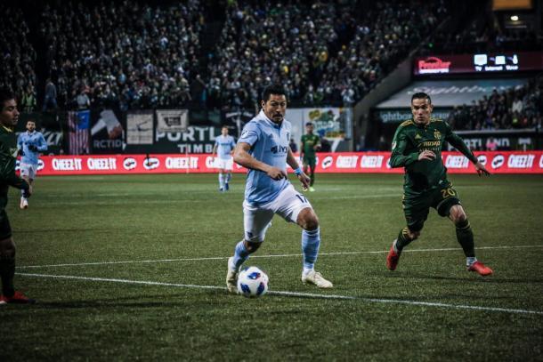 Roger Espinoza durante el partido frente a los Timbers | Foto: SKC FC