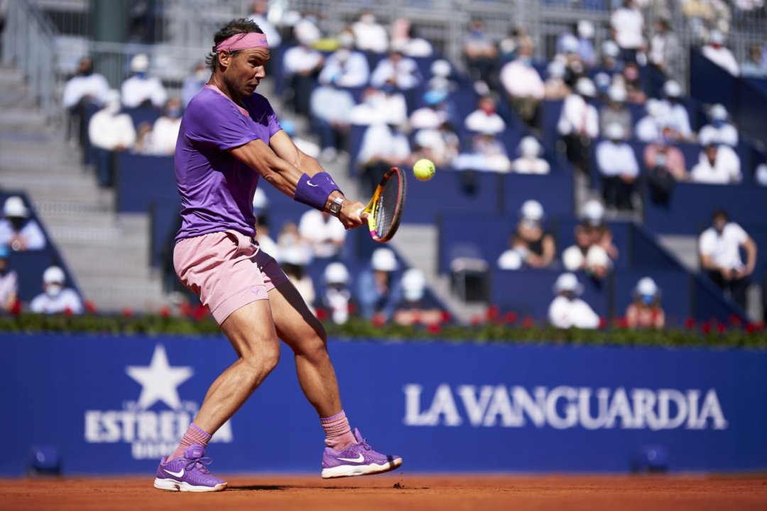 Nadal hits a backhand during his quarterfinal victory/Photo: Barcelona Open Banc Sabadell