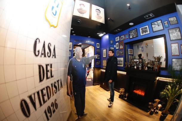 Toché observa a Luis Aragonés | Imagen: Real Oviedo