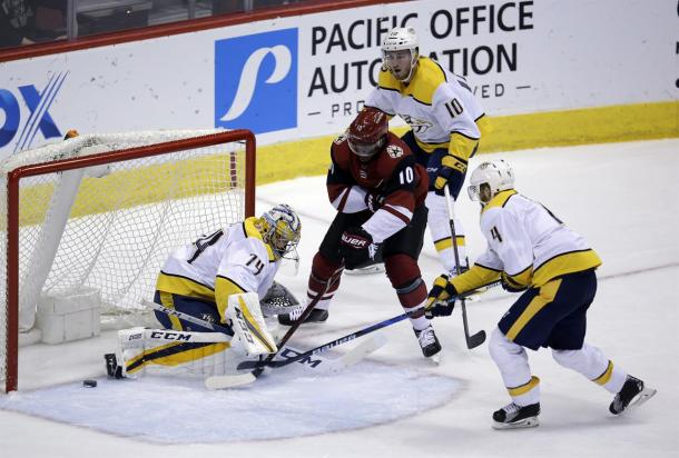 Anthony Duclair (10) scores a key goal to help the Arizona Coyotes start out the new year on a positive note. (Photo: whkradio.com)