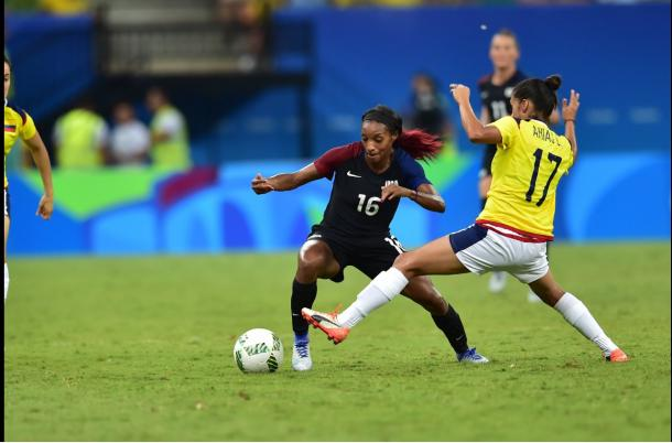 Crystal Dunn is put under pressure from a Colombian defender | Photo: US Soccer