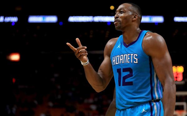 Dwight Howard debía caracterizar la esperanza de los Hornets   Fotografía: Mike Ehrmann / Getty Images