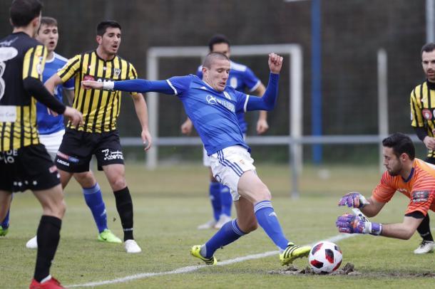 Lolo González, en el encuentro ante el Barakaldo  Imagen: Real Oviedo