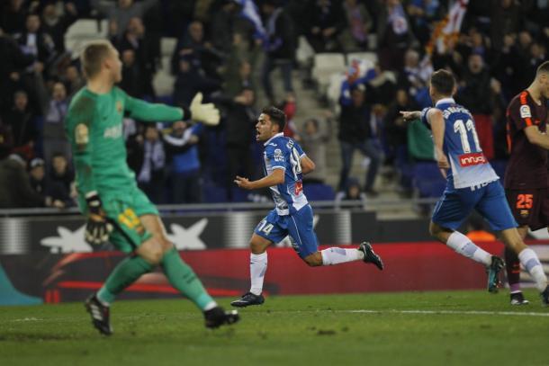 Melendo celebrando su gol al Barcelona en Copa del Rey. Fuente: @RCDEspanyol
