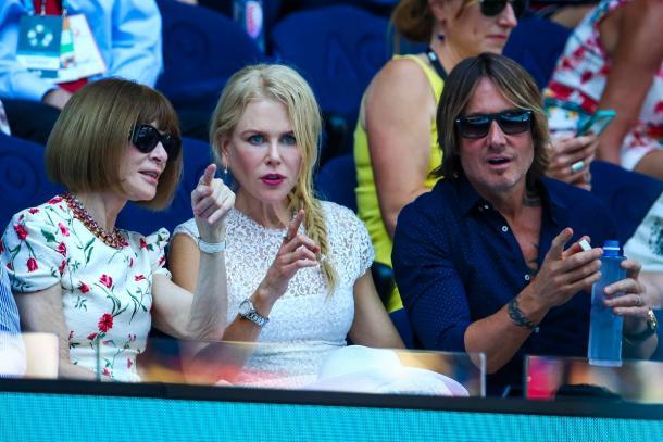 Anna Wintour, Nicole Kidman e Keith Urban assistindo a partida de semi final entre a tcheca e a americana (Foto: Divulgação/Australian Open)
