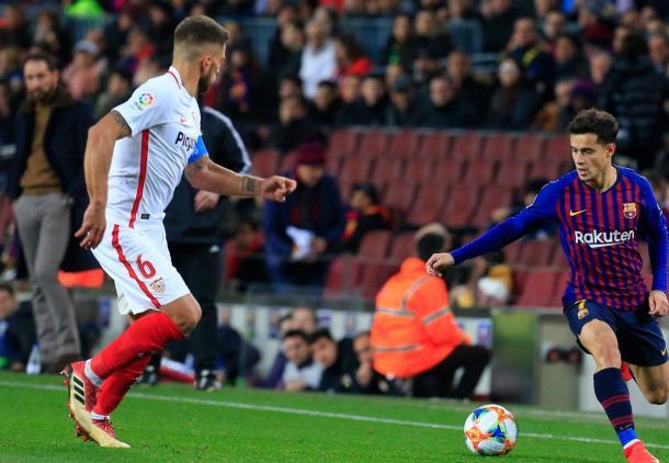 Carriço defendiendo a Coutinho   Foto. Sevilla FC