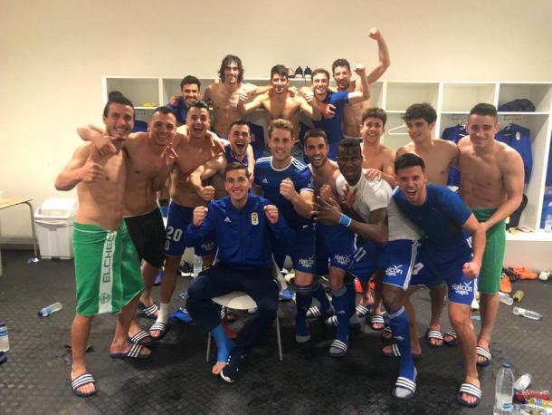 Celebración en el vestuario |Imagen: Real Oviedo