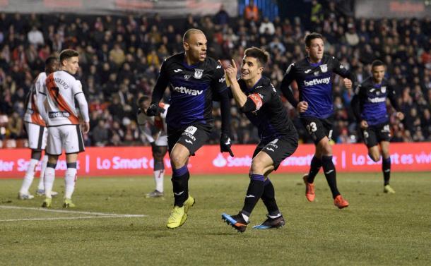 Braitwaite celebrando su gol con Bustinza | Foto: CD Leganés