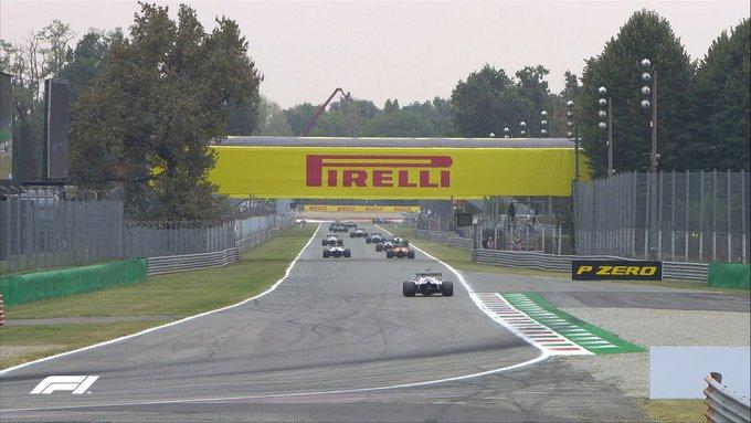 Verstappen siendo molestado por el tráfico. (Fuente: F1)