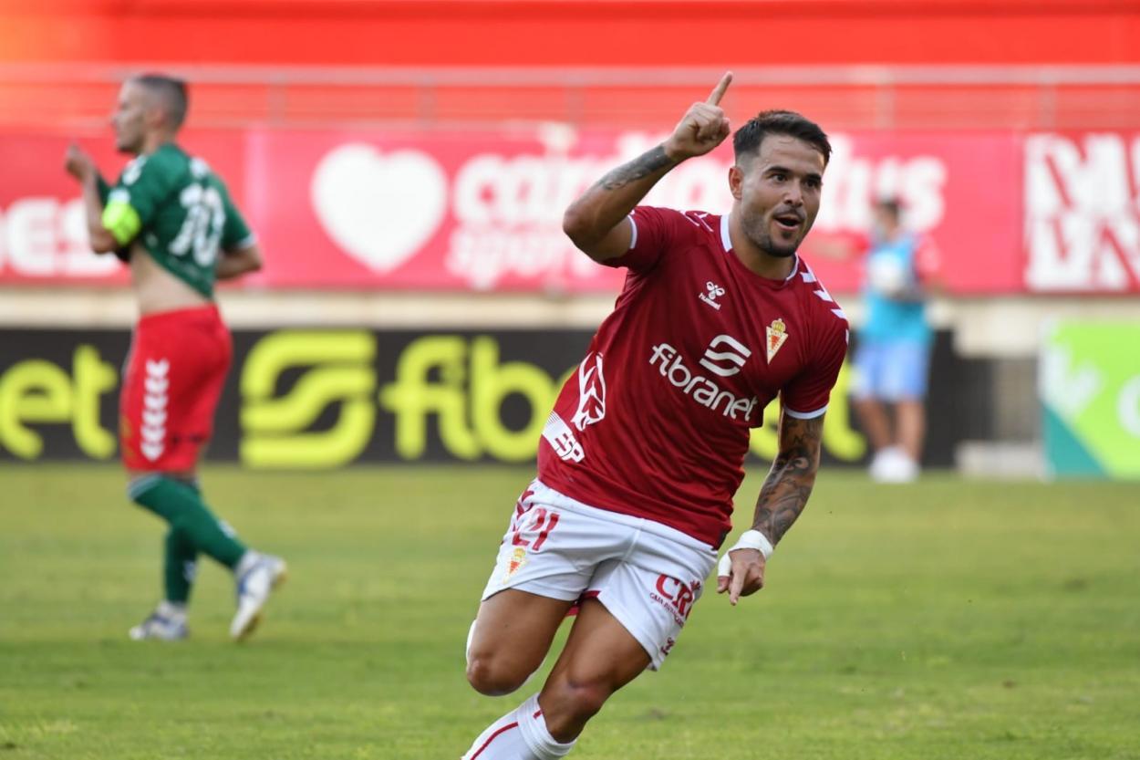 Fran García después de anotar el primer gol del encuentro / Fuente: <strong><a  data-cke-saved-href='https://vavel.com/es/futbol/2021/07/06/segunda-b/1077374-miguel-serna-y-mandi-causan-baja-en-unionistas-de-salamanca.html' href='https://vavel.com/es/futbol/2021/07/06/segunda-b/1077374-miguel-serna-y-mandi-causan-baja-en-unionistas-de-salamanca.html'>Real Murcia</a></strong> CF