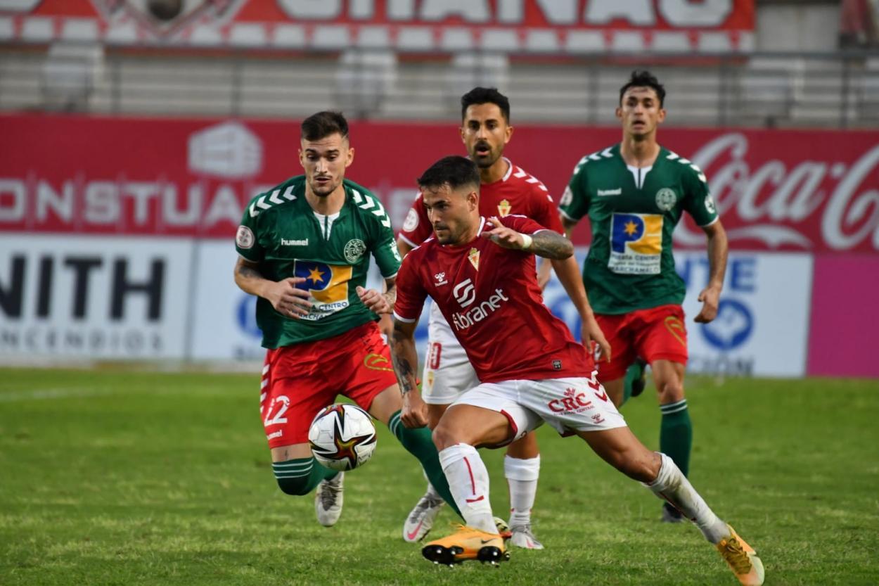Fran García en el partido frente al Marchamalo / Fuente: <strong><a href='https://vavel.com/es/futbol/2021/03/14/segunda-b/1063495-el-recreativo-granada-suma-tres-puntos-de-oro-ante-el-yeclano.html'>Real Murcia</a></strong>