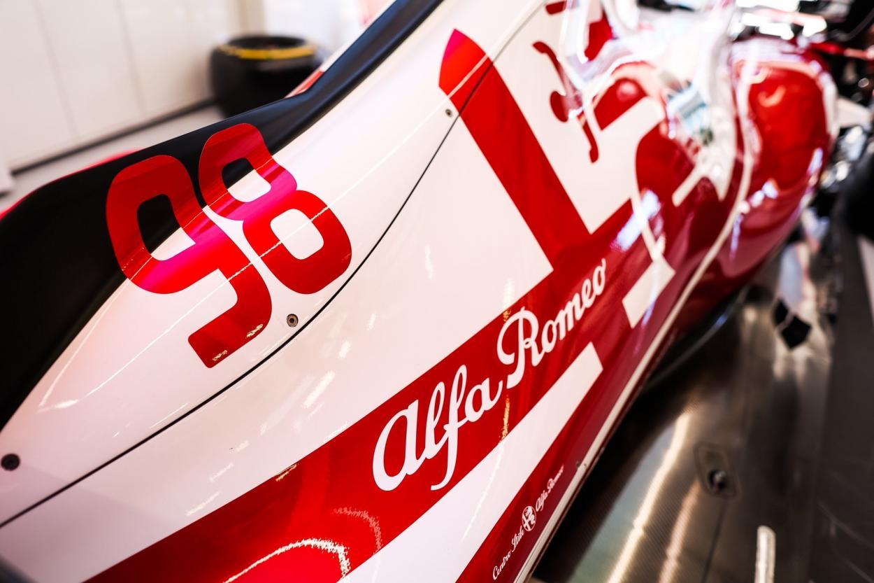 Dorsal de Callum Illot. Foto: Twitter Alfa Romeo