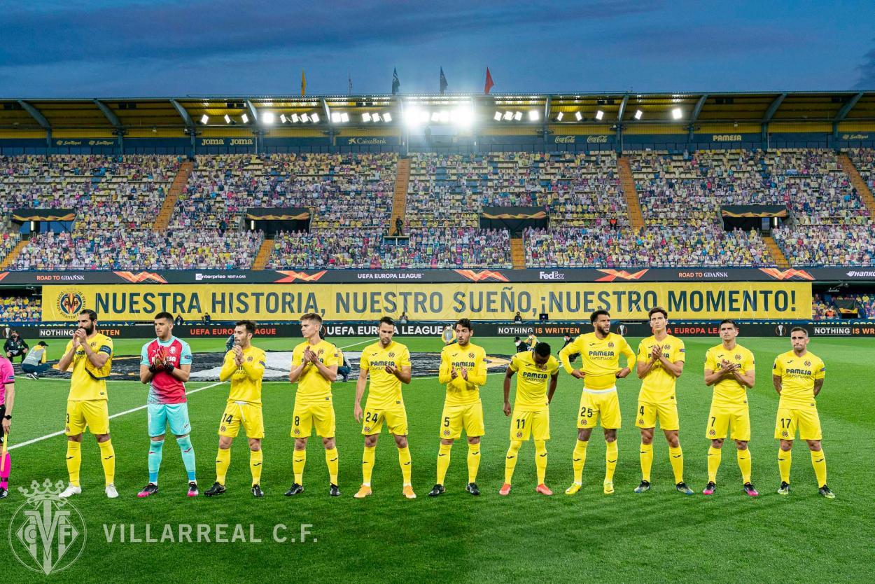 El equipo titular del partido antes del pitido inicial / Foto: Villarreal CF