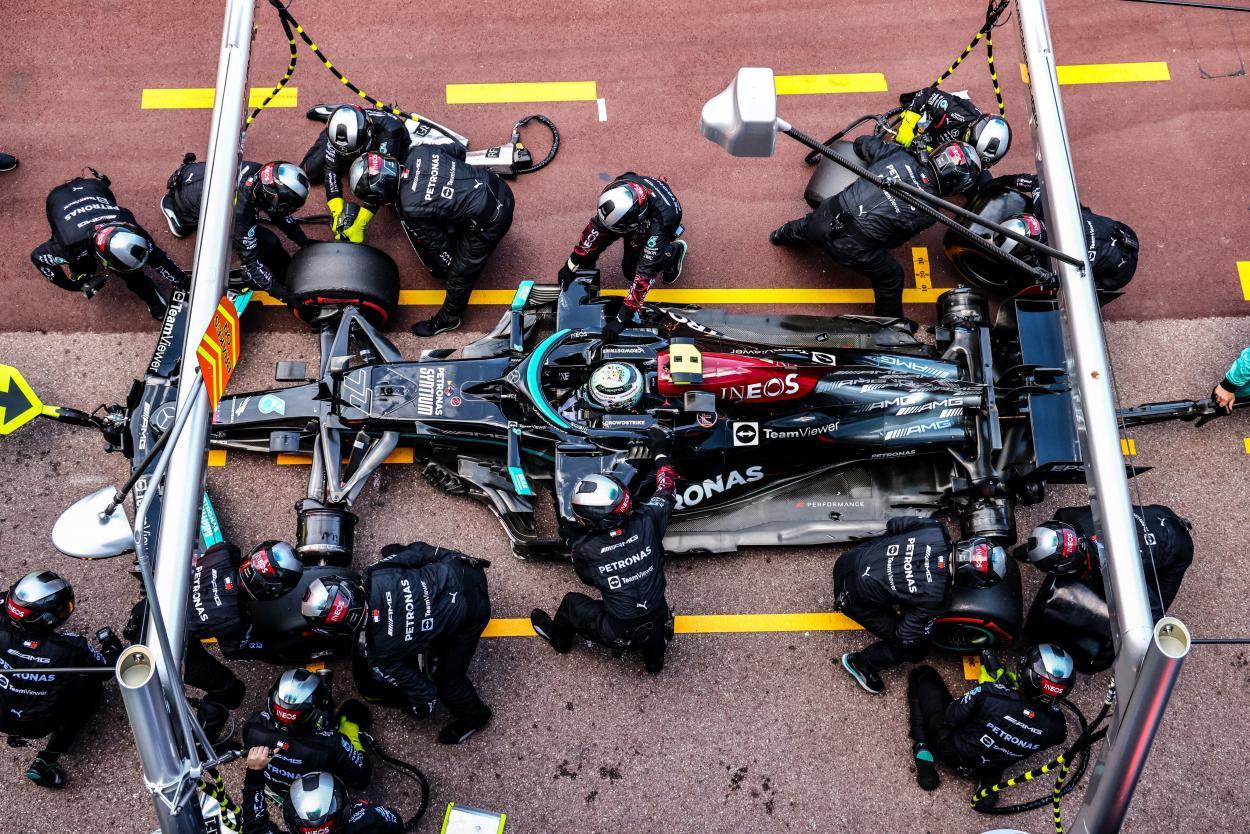 Bottas teve problemas no pit stop e precisou abandonar. (Foto: Reprodução/Twitter)