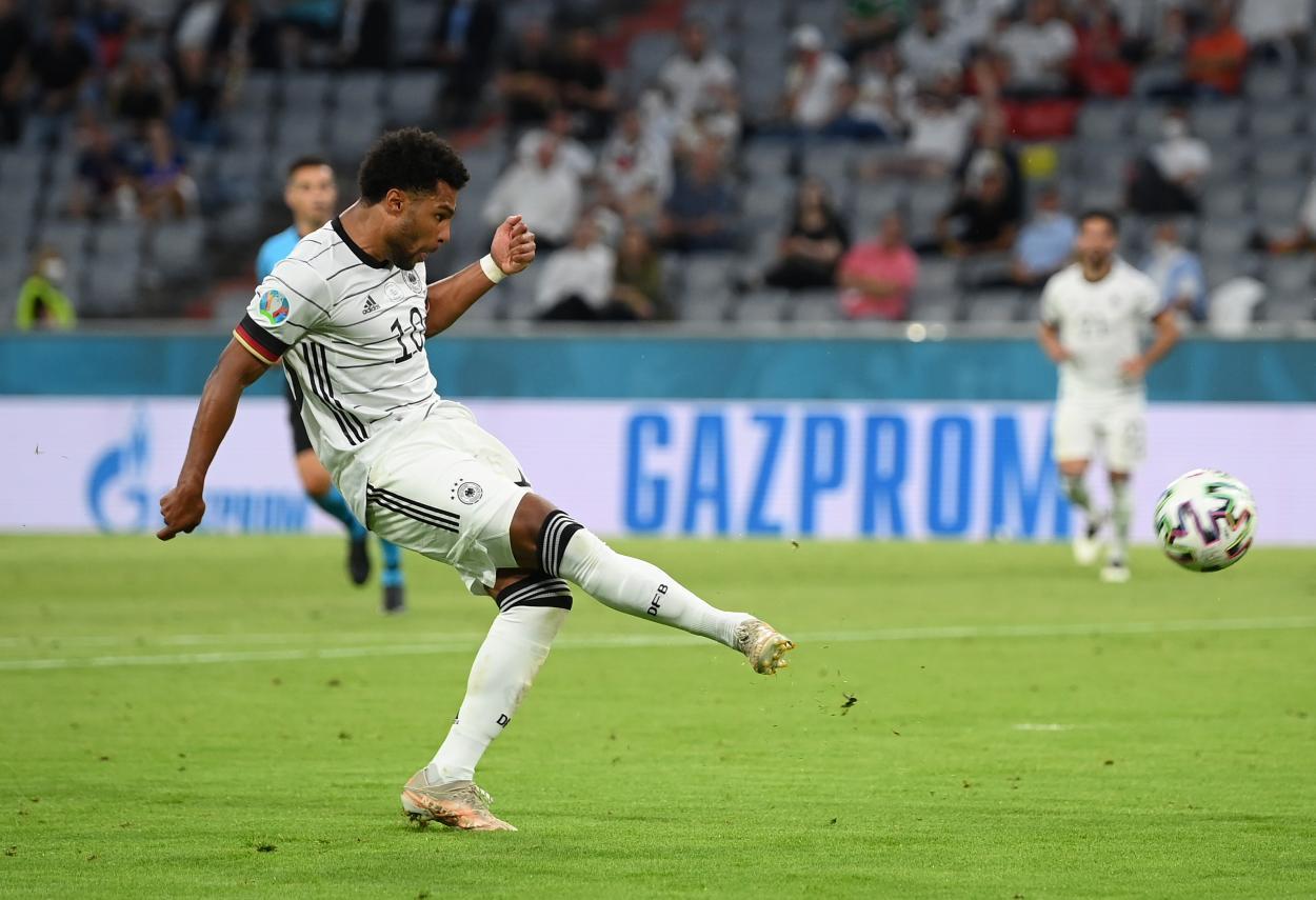 Disparo de Gnabry desviado / Foto: UEFA