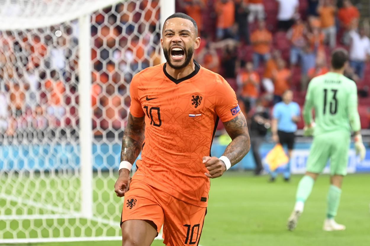 Depay celebrando el primer gol del partido / Foto: UEFA