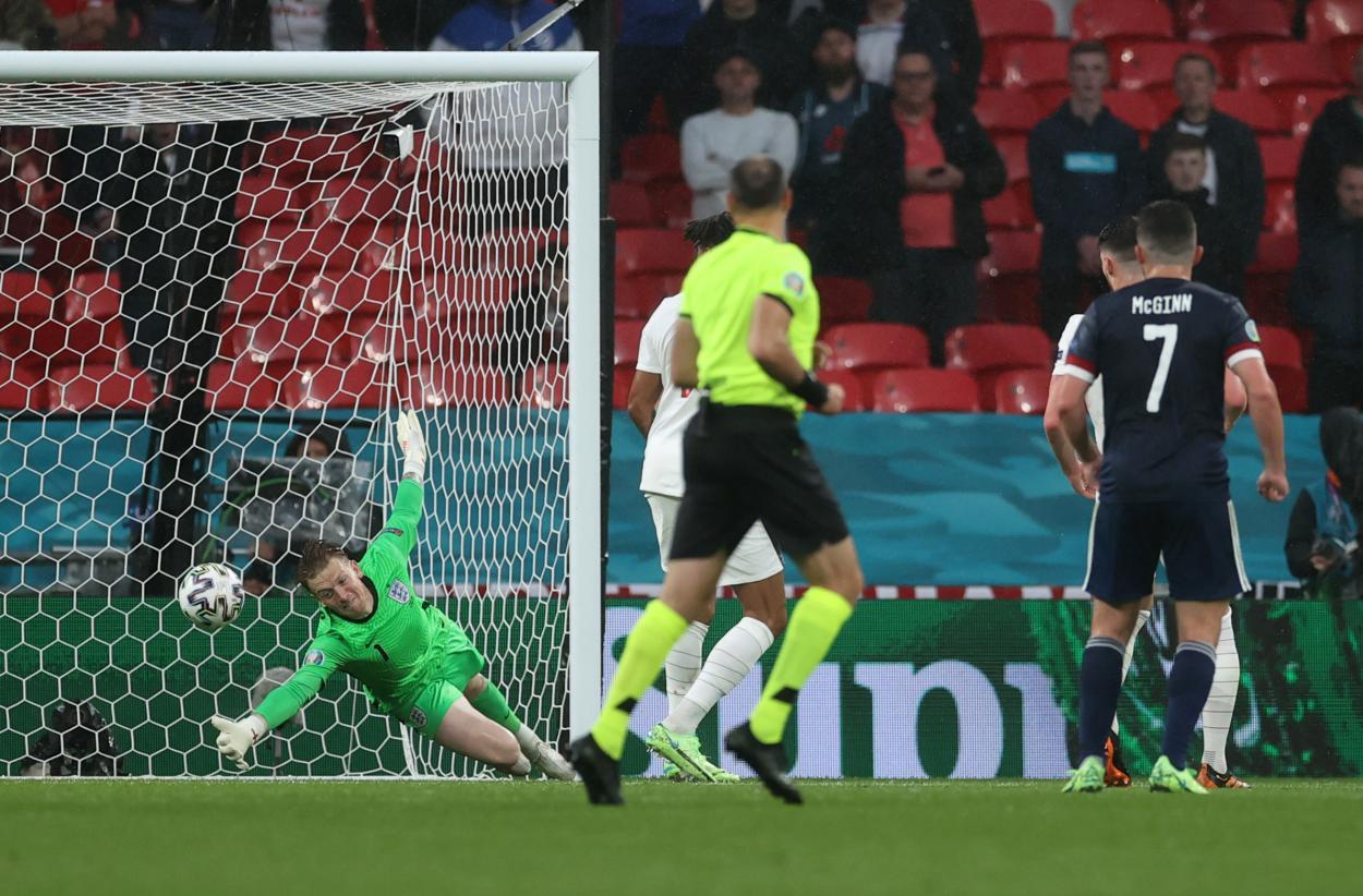La mano salvadora de Pickford / FOTO: UEFA