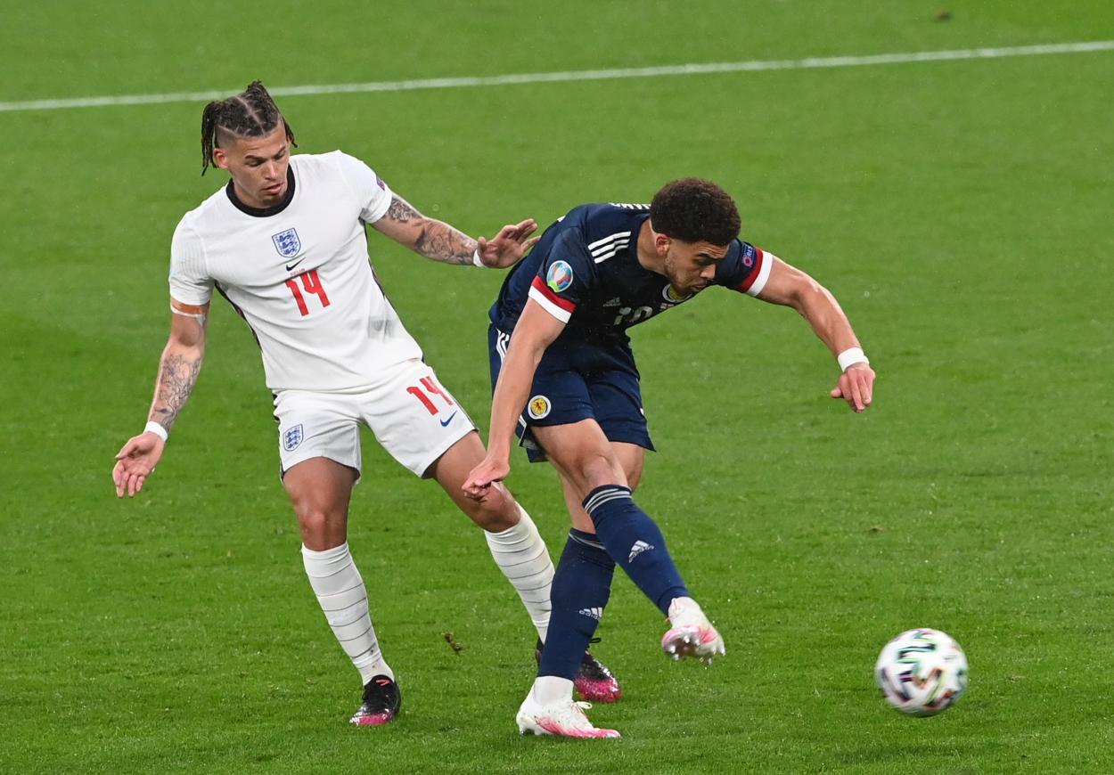 Phillips junto a Adams / Foto: UEFA