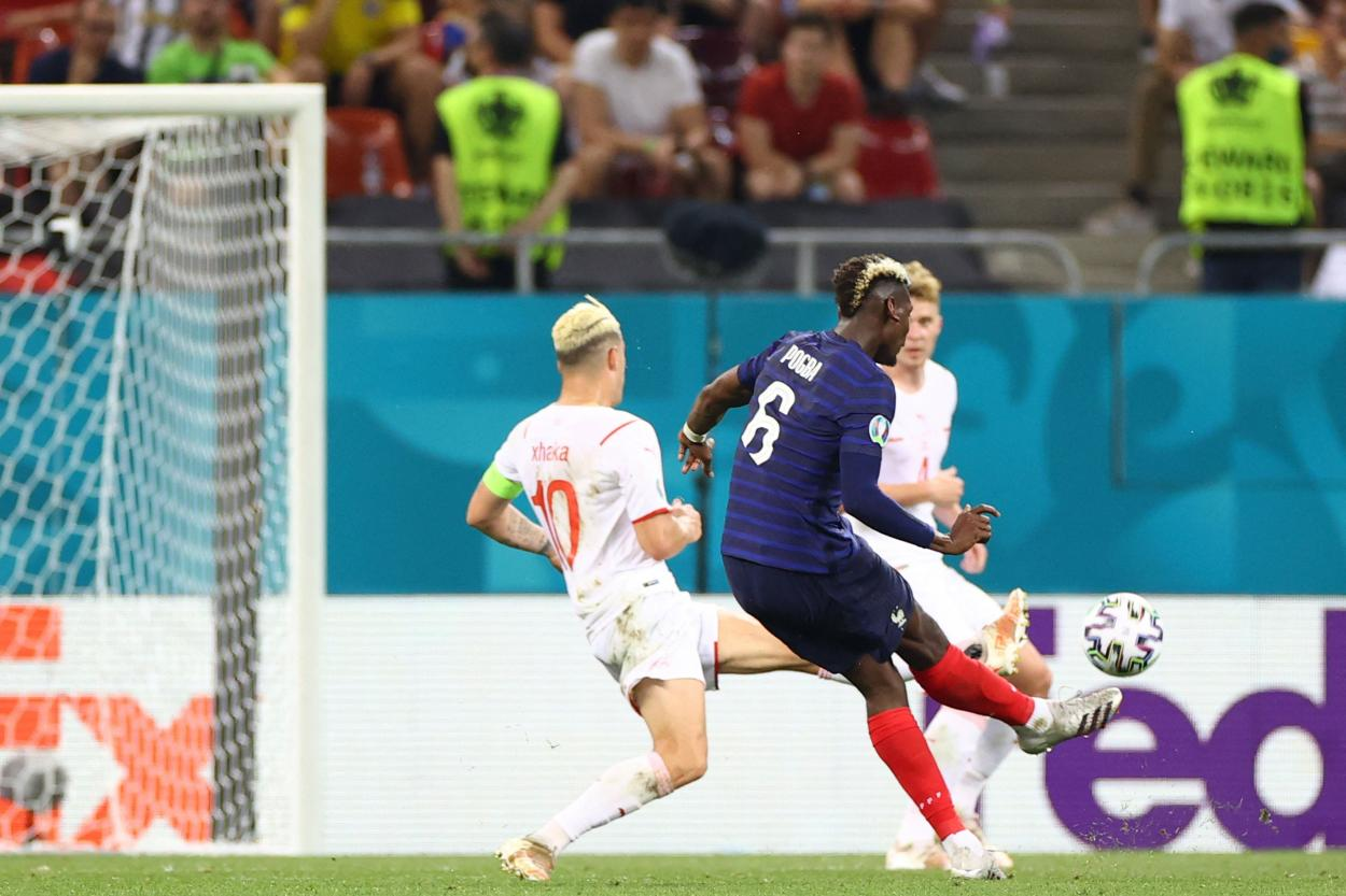 Momento del golpeó del gol de Paul Pogba / Foto: UEFA