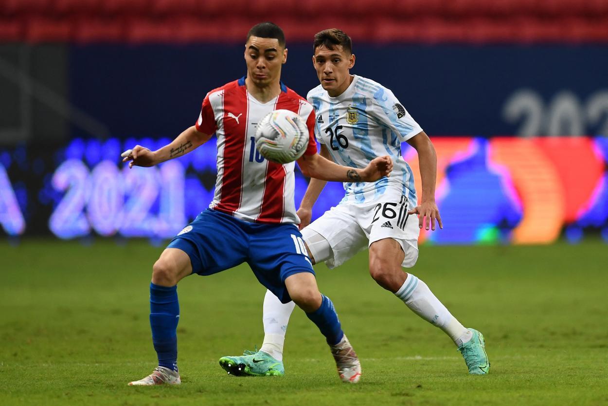 Almirón sufrió la agresividad de Molina al quite / FOTO: Copa América