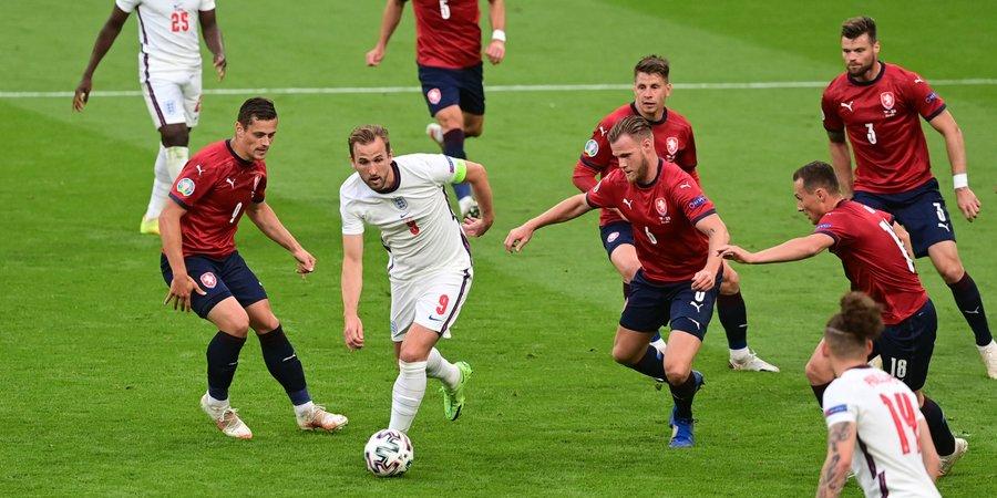 Kane estuvo permanentemente vigilado / FOTO: UEFA