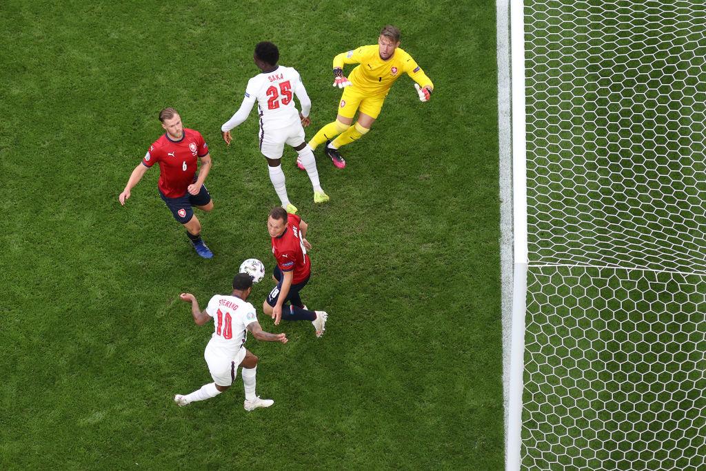Sterling rematando para poner el 0-1 / FOTO: UEFA