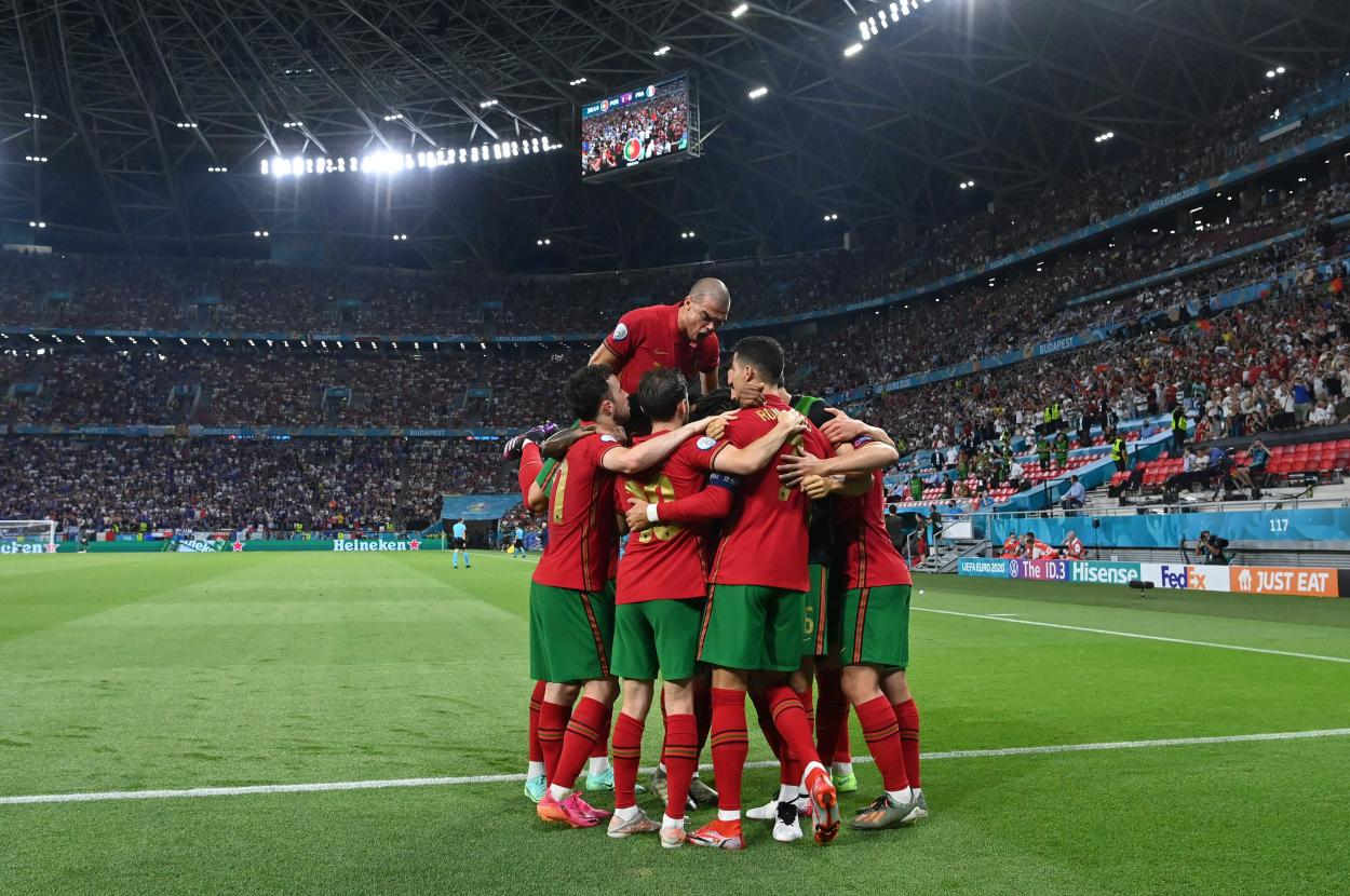 La plantilla de Portugal celebrando un gol ante Francia / Foto: UEFA