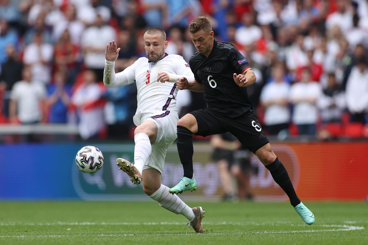 Shaw disputa un balón con Kimmich / FOTO: UEFA