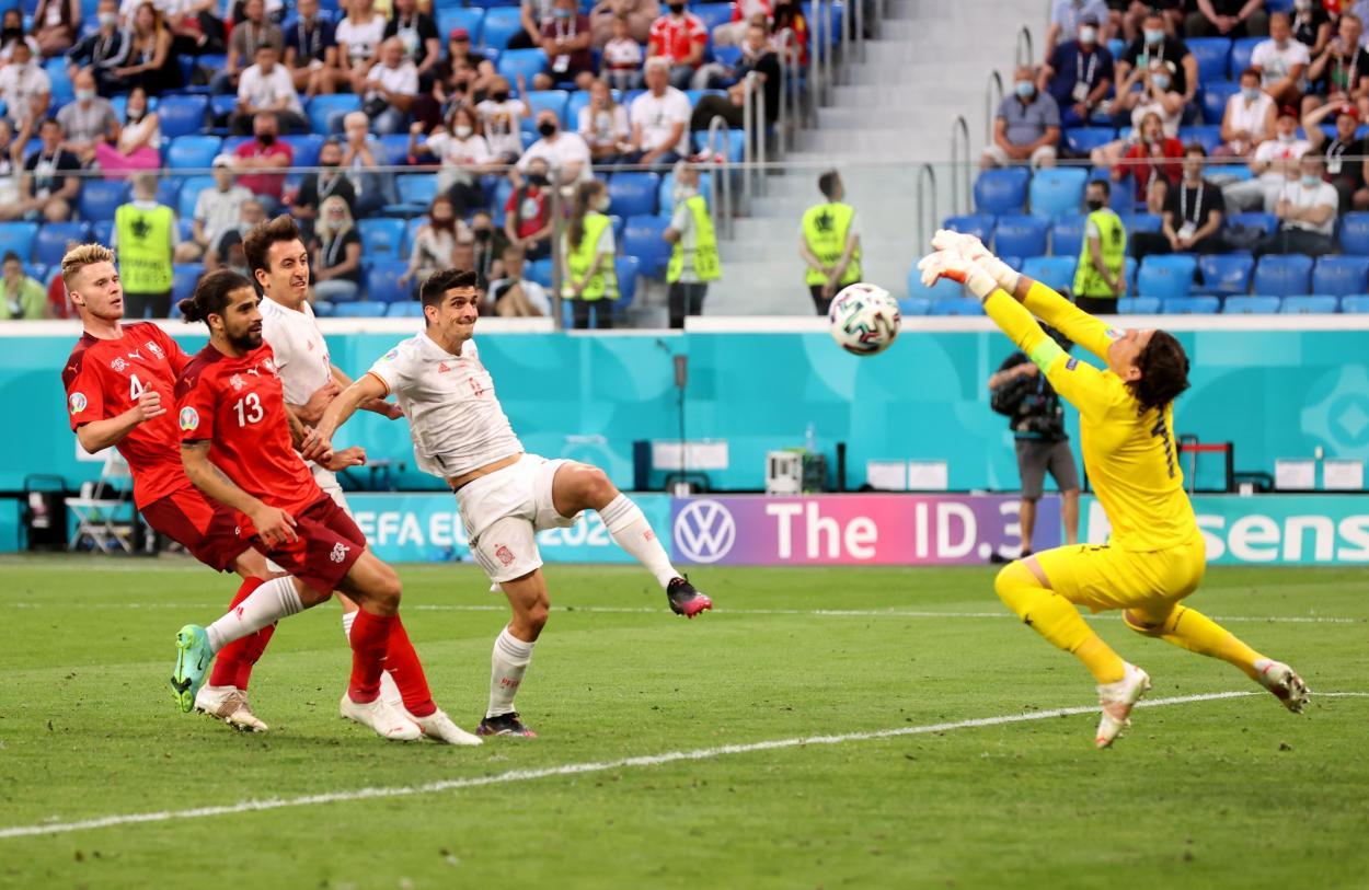 Gerard Moreno se topó con Sommer / FOTO: UEFA