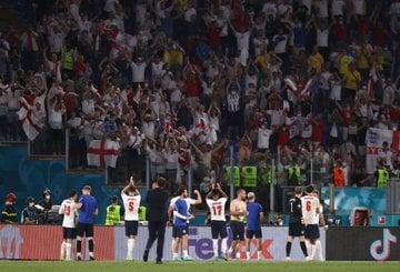 A comemoração dos jogadores (Foto: Divulgação/Inglaterra)
