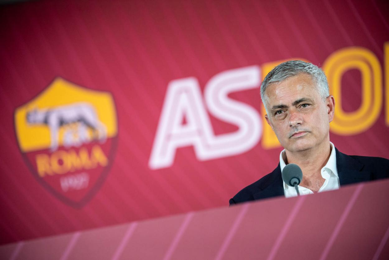 José Mourinho durante coletiva de imprensa (Divulgação/AS Roma)