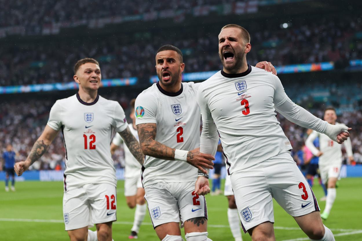 Shaw celebra el 0-1 / FOTO: UEFA