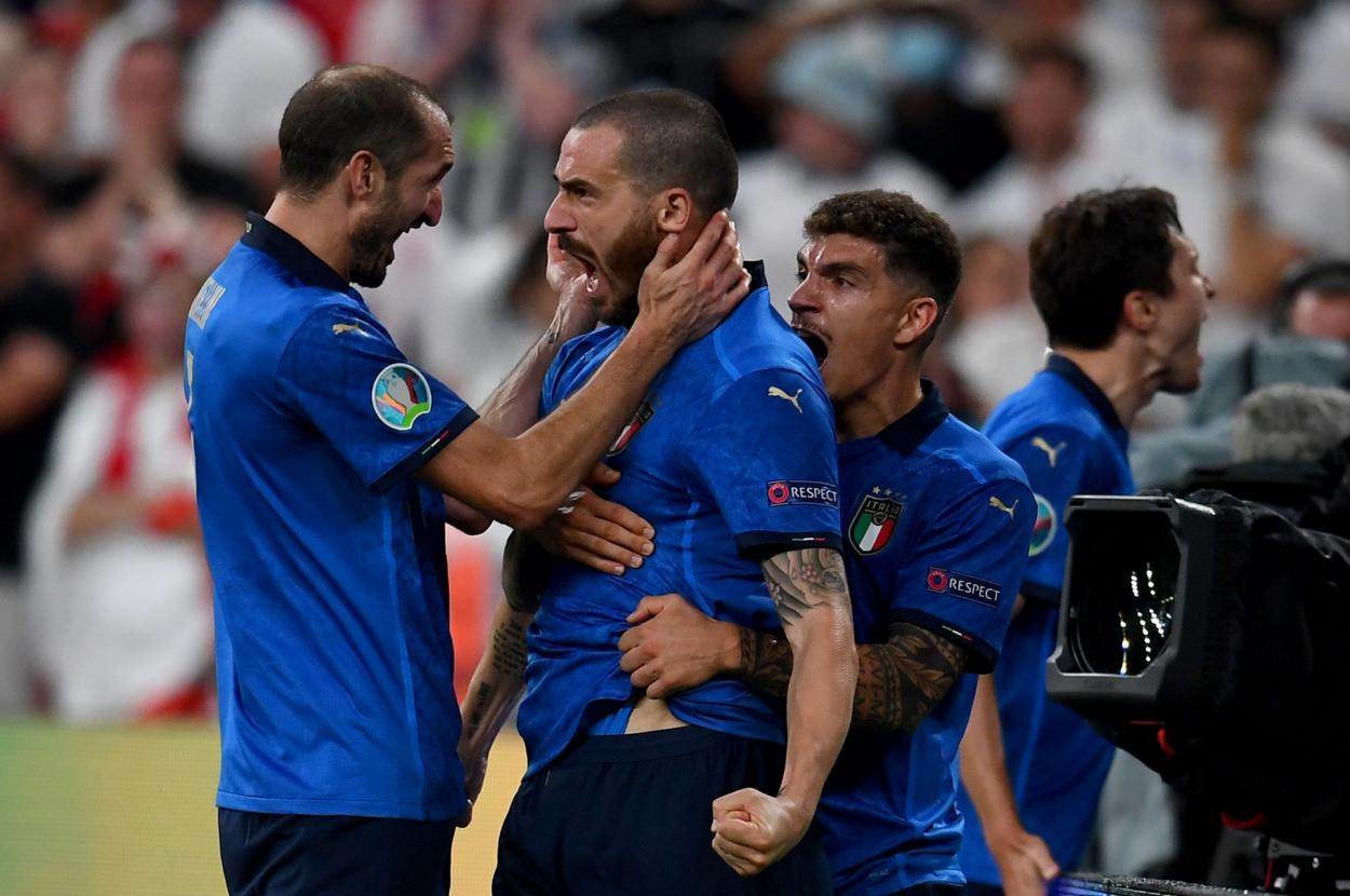 Chiellini y Bonucci celebran el 1-1 / FOTO: UEFA