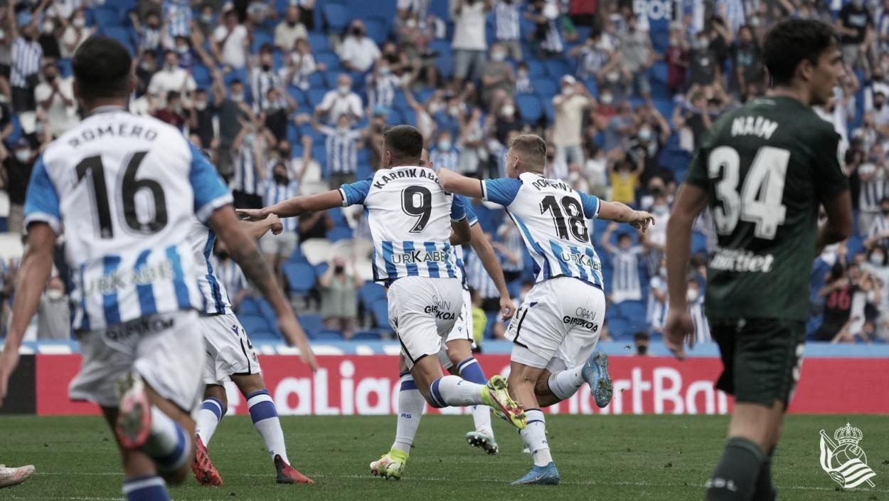 Karrikaburu y compañia celebran el gol // Foto: Real Sociedad.