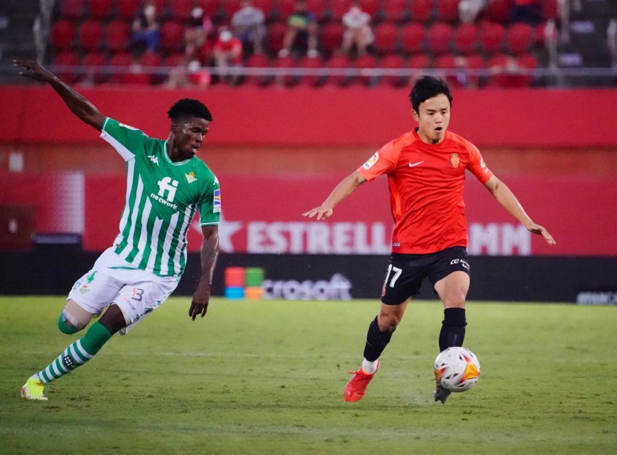 Kubo con el balón/ Fuente: RCD Mallorca