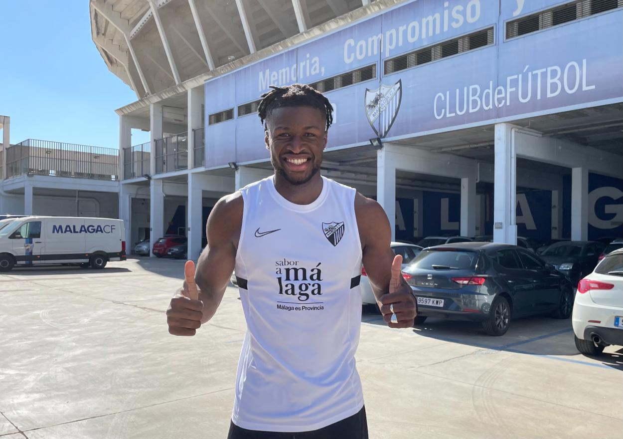 Sekou Gassama como nuevo jugador del Málaga CF / Fuente: Málaga CF