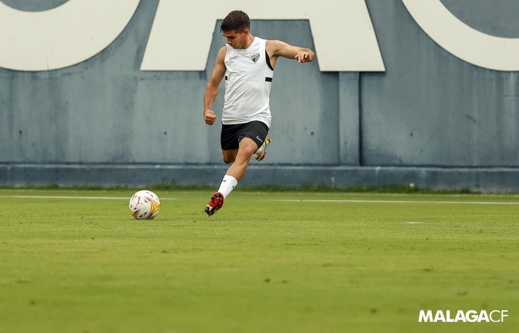 Víctor Gómez en un entrenamiento con el Málaga CF / Fuente: Málaga CF