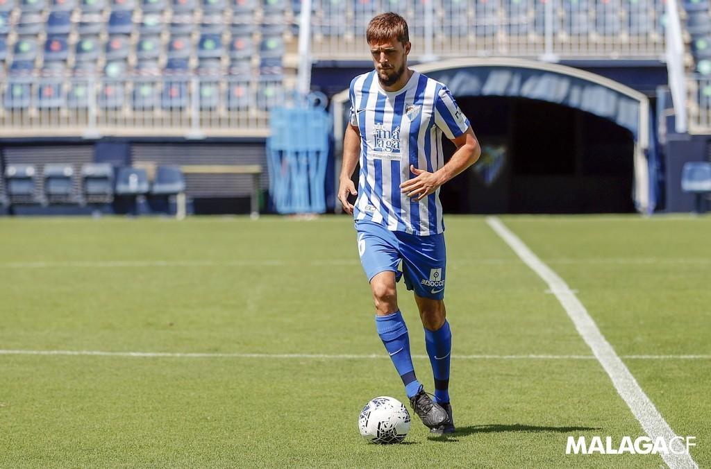 Genaro en su presentación oficial como nuevo futbolista del Málaga CF / Fuente Málaga CFF
