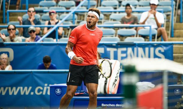 Jo-Wilfried Tsonga reacts to breaking Brayden Schnur in the first set (Noel Alberto/VAVEL USA)