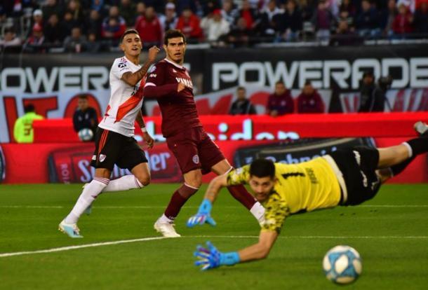 Suárez sonreía al ver como ponía el 1-0 en el marcador. Foto: Web.