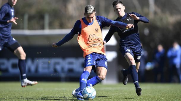 El remate de Nico Domínguez en el segundo gol frente a la 'T'. | Fuente: Vélez.