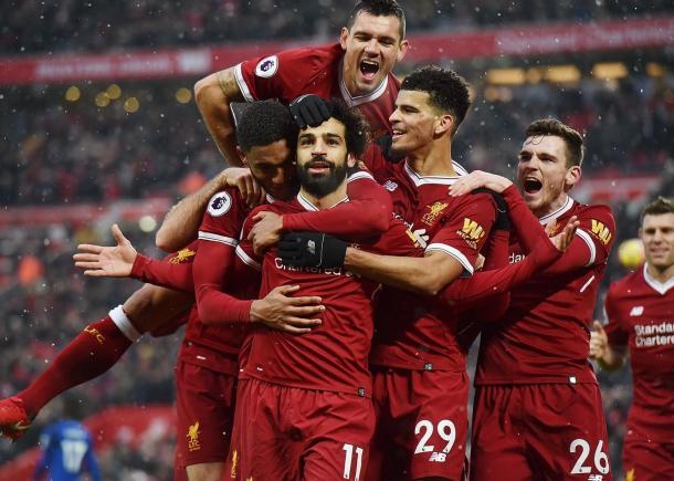 Salah rodeado de sus compañeros tras un gol | Imagen: Liverpool FC