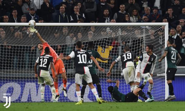 Tanto Buffon (Arquero de la foto) como Szczęsny, han sido importantes para que la Juventus sacara puntos vitales en la lucha por el Scudetto / Foto: Twitter oficial Juventus