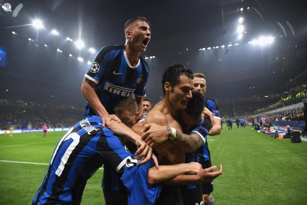 Inter está ante una hazaña estoica, romper con la hegemonía bianconera de más de ocho años. Aquí celebran el gol de Candreva ante el Dortmund por la tecera fecha de la Champions / Foto: Twitter oficial Inter