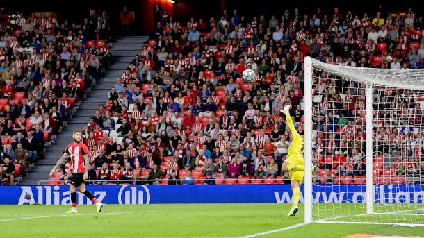 Instantánea del momento en el que el balón de Muniain supera a Diego López para anotar en segundo gol del encuentro | Fuente: Athletic Club