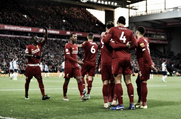 Liverpool celebrando uno de los goles de Van Dijk vía twitter Liverpool