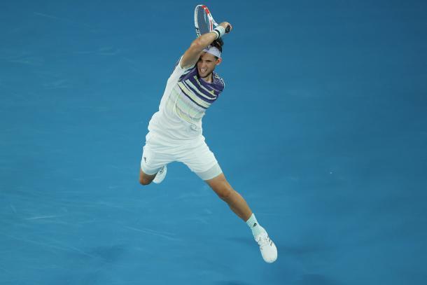 Dominic Thiem soltando una de tantas derechas ganadoras | Foto: Australian Open
