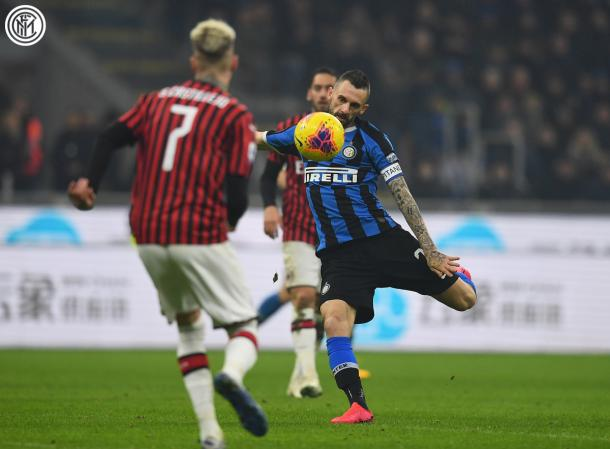 Momento antes del excelso golpeo del capitán del Inter / Foto: Twitter oficial Inter de milán