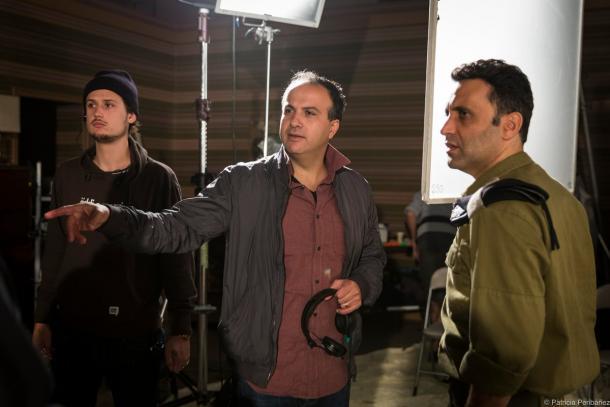 Sameh Zoabi dirigiendo a su equipo / Fuente: Surtsey Films